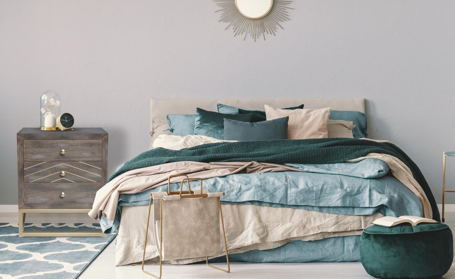 Scandinavisch Lipnia nachtkastje met 3 lades Vintage hout