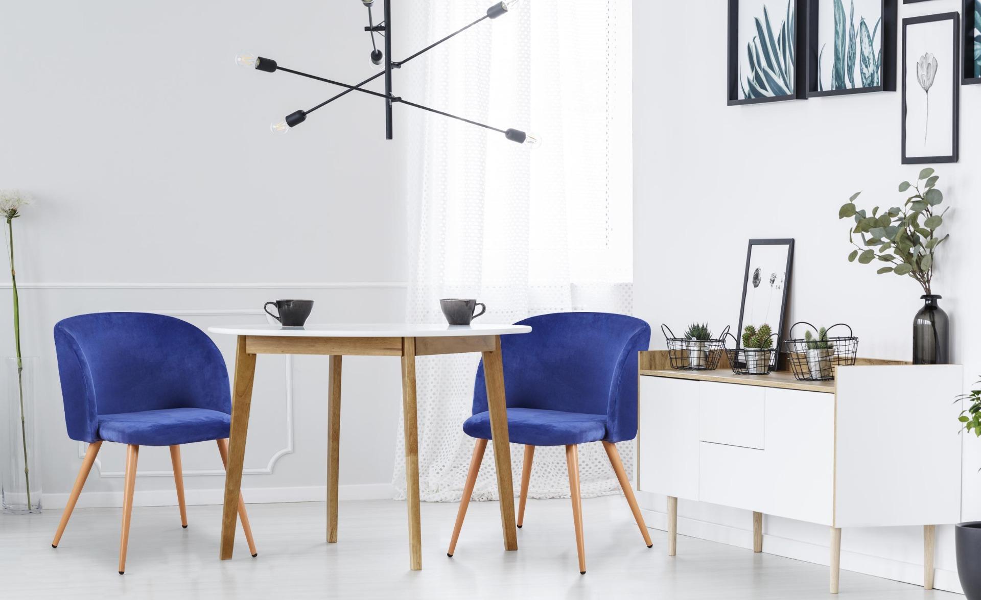 Set van 2 Scandinavische Minima blauw fluwelen stoelen