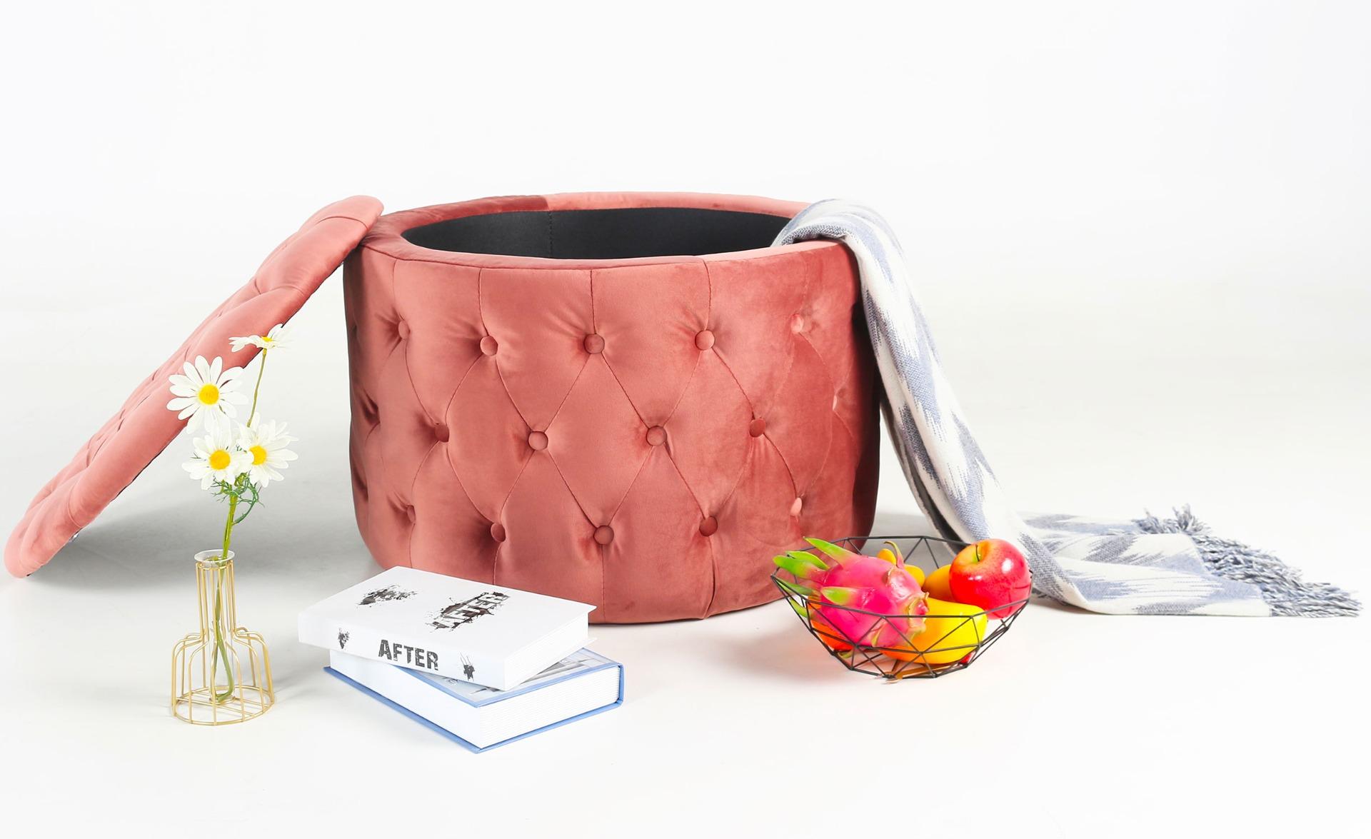 Salvina ronde borst poef in roze fluweel gewatteerd