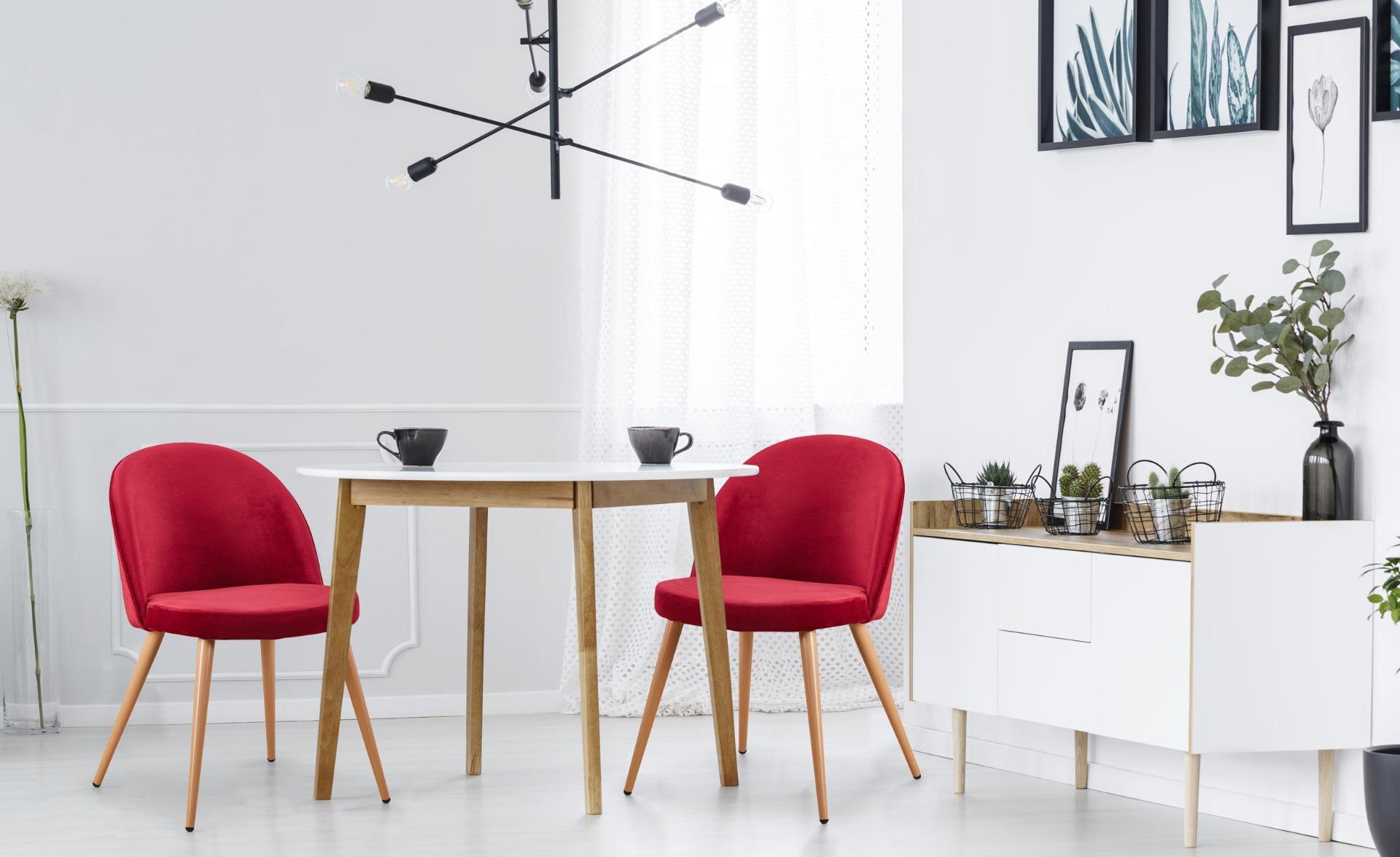 Set van 4 Scandinavische stoelen van rood fluweel met schotse ruit